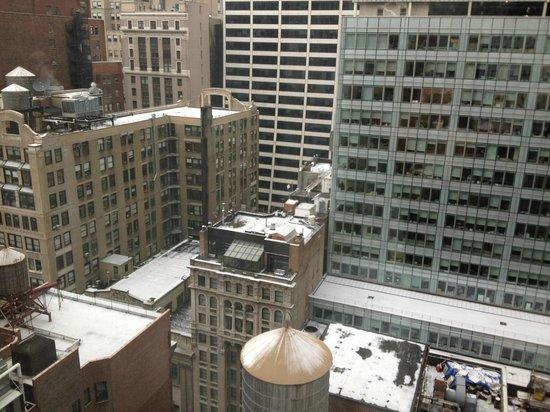 Cassa Hotel 45th Street New York: Vue de la chambre (il neige)