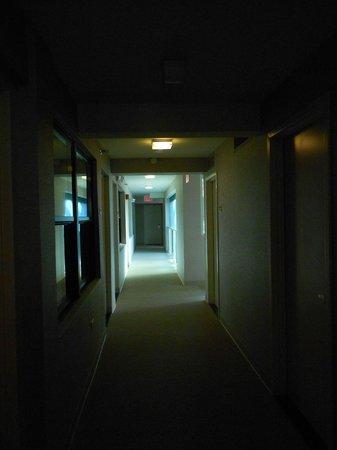 The Out NYC:                   corredor para os quartos
