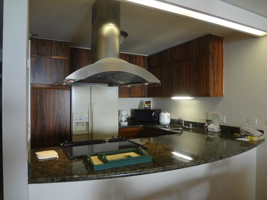 Aston Waikiki Beach Tower: Awesome kitchen