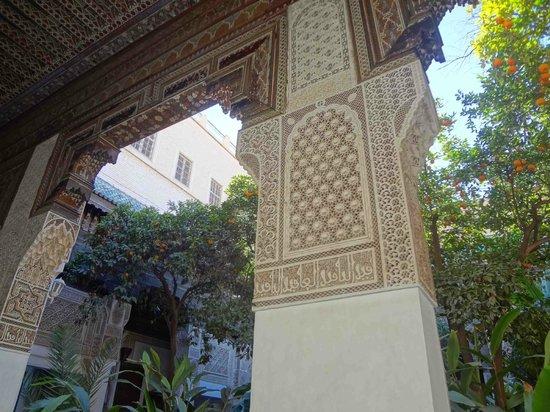 قصر الباهية:                   portico                 