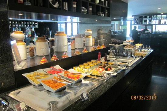 Mosaic Buffet At Crowne Plaza Kochi