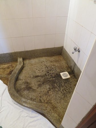 Gisambai, Kenia:                   Mould in the entire shower!! Nasty!