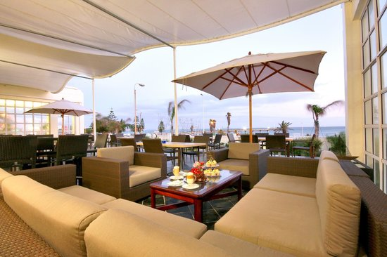 The Beach Hotel: The Verandah Restaurant boasting beautiful views of Shark Rock Pier