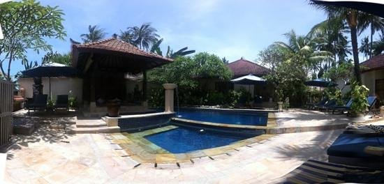 Nusa Indah Bungalows:                                     the Pool