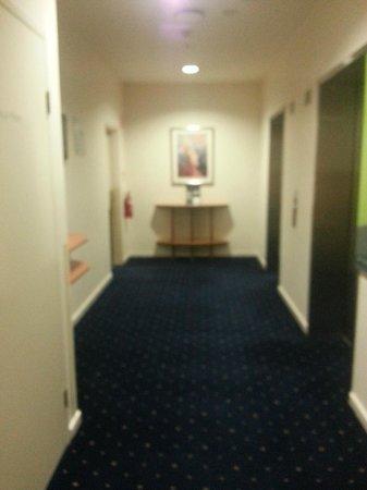 Hotel Ibis Melbourne Little Bourke Street: Hallway