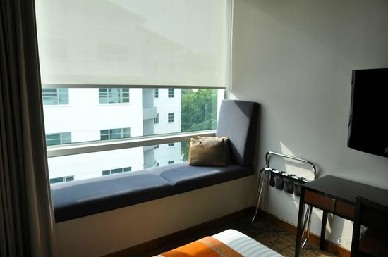 Park Regis Singapore:                   sitting area in front of the window