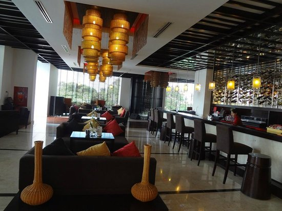 Novotel Ha Long Bay: Cafe Next to Reception