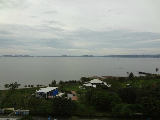 Novotel Ha Long Bay: Bay view from the balacony