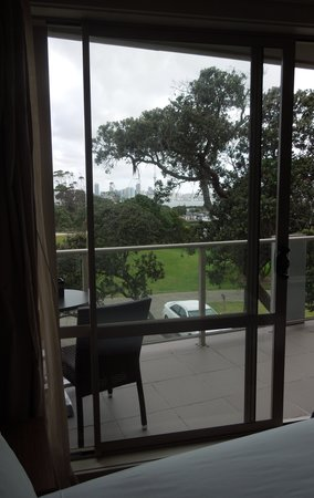VR Takapuna: Our balcony with view to Auckland skyline