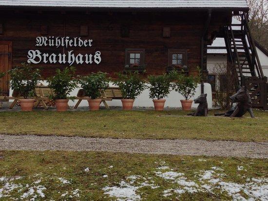 Mühlfelder Brauhaus:                   Außenansicht im Februar