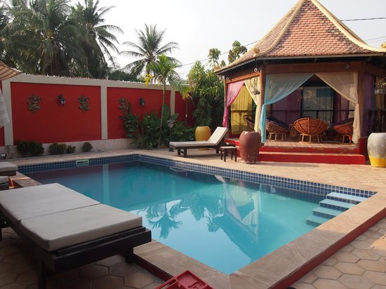 Sun Sothy Guesthouse:                   The pool and chill out house!