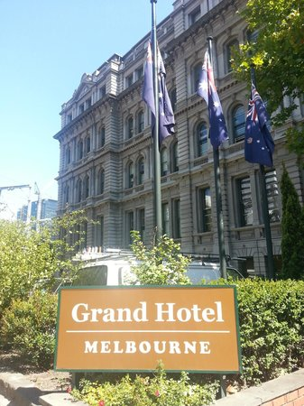 ‪‪Quest Grand Hotel Melbourne‬: View from the street‬