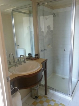 Grand Hotel Melbourne - MGallery Collection: Bathroom with nice shower