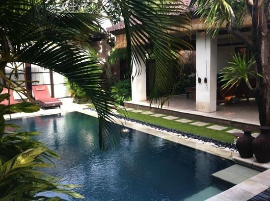 The Bli Bli Villas & Spa: pool area to two bedroo