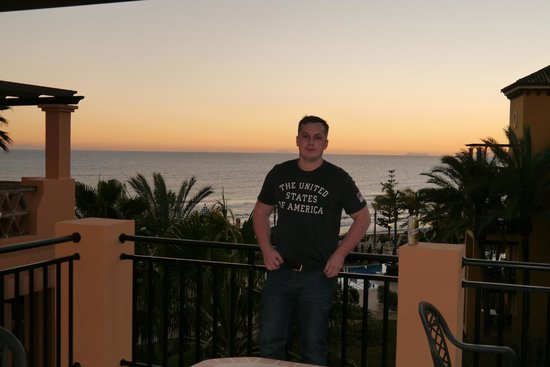 Marriott's Marbella Beach Resort:                   chillin at night