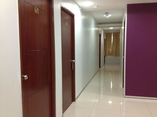 VS Guest House: hallway