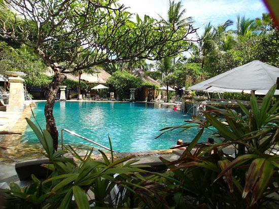 Legian Beach Hotel:                   Pristine pool