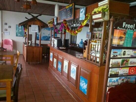 Hi Coral Cove Bungalow:                   bar