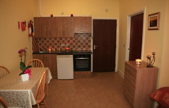 Kiltyclogher Holiday Centre: En-suite bedroom with self-catering facilities.