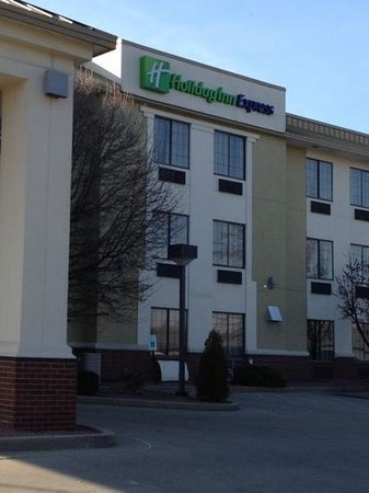 Holiday Inn Express Washington, Indiana:                   62 degrees upon arrival!