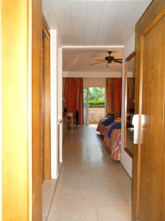 Iberostar Punta Cana:                                     VISTA CAMERA DALL'ESTERNO