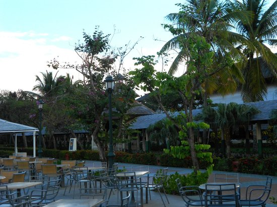 Iberostar Punta Cana:                                     BAR ALL'APERTO