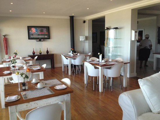 3 On Camps Bay Boutique Hotel:                   Breakfast room