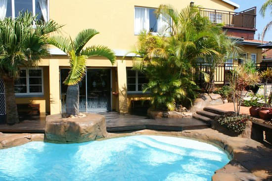 Africa Regent Guest House: Pool to Patio