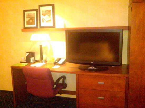 Courtyard by Marriott Newark-University of Delaware:                   Room 236 - work station