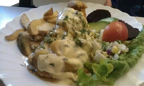 Cafe Lehe :                   Chicken with blue cheese sauce, small portion
