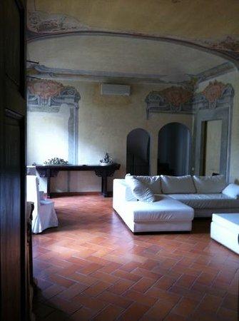 Palazzo Tolomei Residenza d'Epoca:                   sala per gli ospiti del palazzo