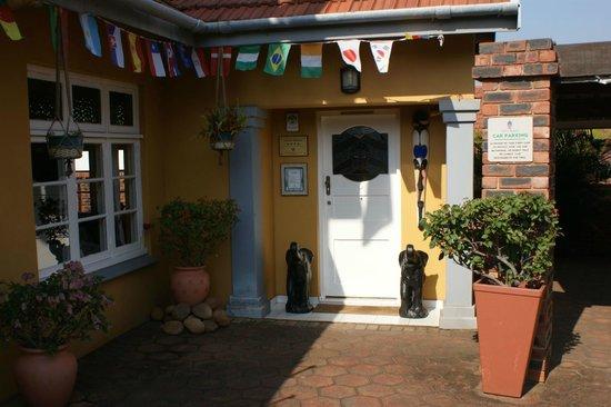 แอฟริกา รีเจนท์ เกสท์เฮาส์: Front Entrance