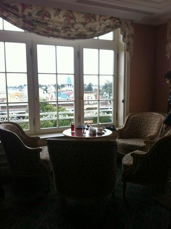 Disneyland Hotel: Castle Lounge