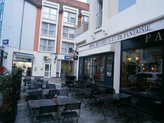 Kyriad Mulhouse Centre : PASTISSERIA PARA DESAYUNAR