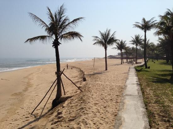 Ana Mandara Hue Beach Resort:                   spiaggia