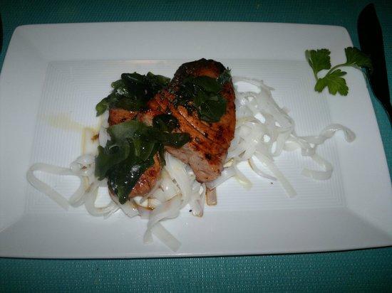 Tataki de atún rojo con algas - La Penyora (Girona)