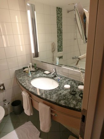 Hilton Vienna:                   banheiro