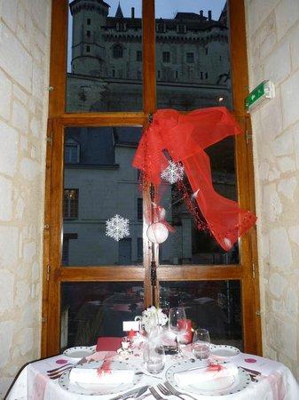Les Menestrels : la table  ou la chateau de saumur s'st invité