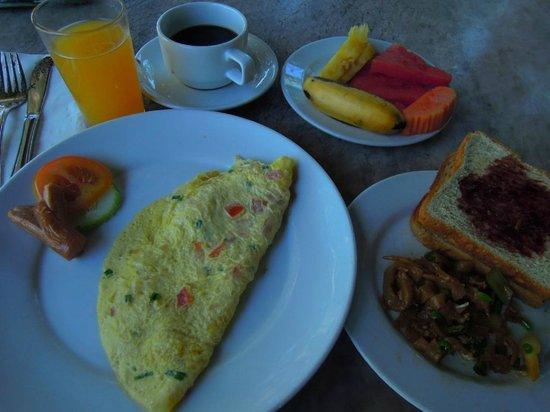 Sunset Beach Resort:                                     朝食は焼きそばのようなものが変わるだけであとは同じ