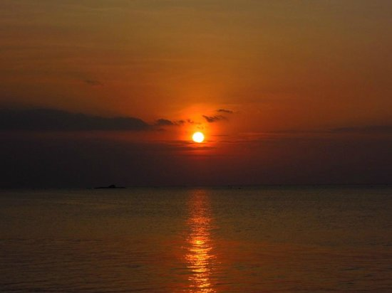 Sunset Beach Resort:                                     毎日変わる夕景