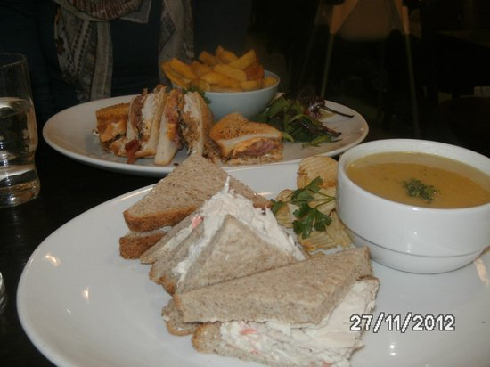 Niamhs Restaurant and Delicatessen:                   Yummy lunch