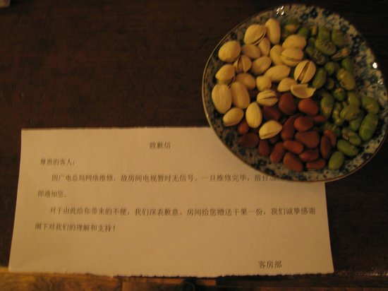 Zuoyouke Hotel :                   Complimentary nuts for the loss of TV signal
