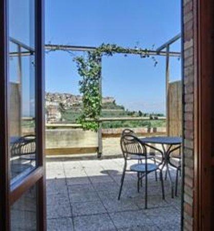 Agriturismo La Pietriccia: panorama e terrazza privata camera 9