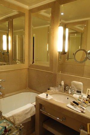 Hotel Sacher Wien:                   Ванная комната
