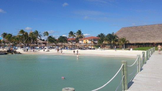Ocean Maya Royale:                                     Från bryggan mot de metrarna strand Som fanns Och var badbar