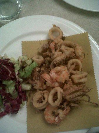 Osteria del Pescado:                                     fritto misto di pesce fresco triglie gamberi calamari