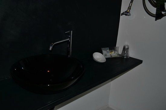 Hip Suites:                   sink