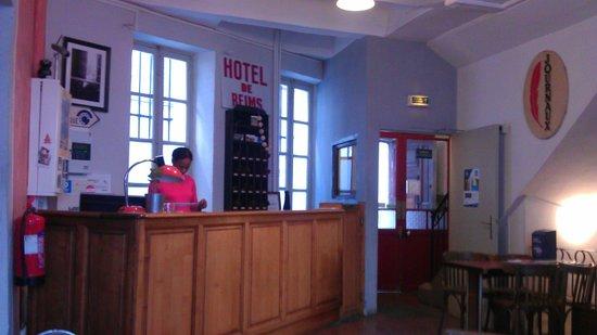 Vertigo Hostel Saint-Charles :                   counter