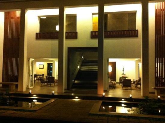 Taru Villas - Lake Lodge: Lake Lodge building