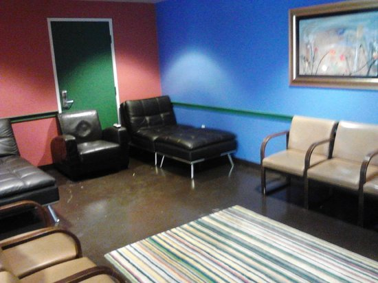 Hostelling International - Los Angeles/Santa Monica:                                                       TV room